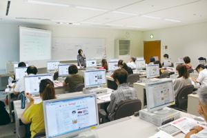 8月29日に開催された「園における情報発信」講座。申し込み受付から数日で満席となった。先生方の情報発信に対する関心の高さがうかがえる