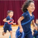 「忍者遊び300」の中の、走ることに特化したプログラムに楽しく取り組む年中さんの子どもたち。「ニンジャージ」もお気に入り。センター南校にて