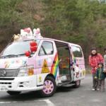 平成22年4月より導入したバスは幼児12人・大人2人乗りタイプ。お迎えに出てくれるお母さんたちは、バスを見るとにこにこ笑顔になります。