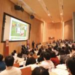 第1部のセッション。テーマは「メディアと幼児~研究と取り組み」。情熱を持って教育事業に関わる企業の活動を佐藤氏が研究の立場から考察した