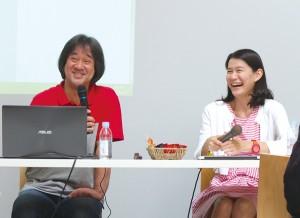 学芸員の畠中氏(左)と主催者であるCANVASの石戸氏(右)のトークに、教育・博物館関係者、小さな子どもを持つ母親など約30名が耳を傾けた