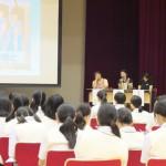 約150名の生徒が講話に耳を傾けた